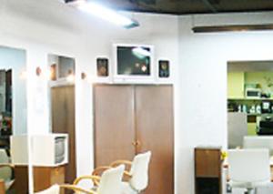 店舗入り口近くで美容師副業を開始